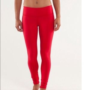 Lululemon wonder under reversible alarming red